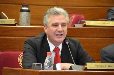 Bacchetta afirma que Petta abordó mal el problema de los libros con errores