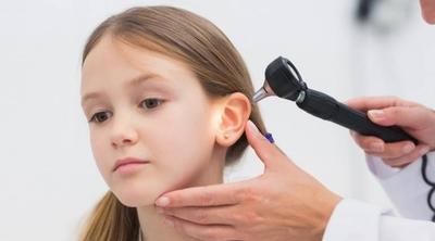 HOY / Inicio de clases: deficiencia auditiva puede derivar en problemas del lenguaje o déficit de atención