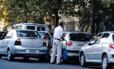 Multarán a quienes estacionen en doble fila en Asunción