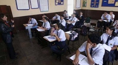 """HOY / Docentes siguen poniendo """"en jaque"""" el inicio de clases y prolongan espera hasta el miércoles"""