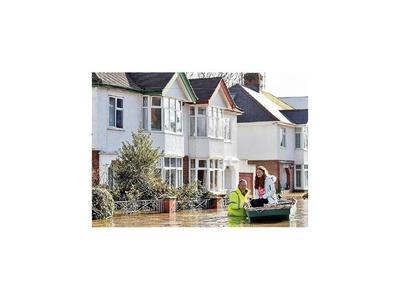 Inundaciones afectan al Reino Unido por la tormenta Dennis