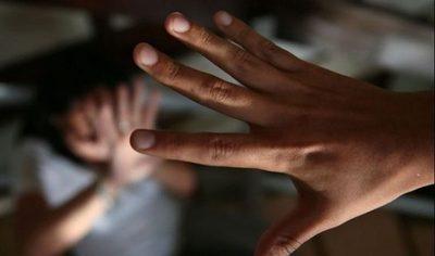 Niña golpeada en intento de abuso continúa grave, según reporte médico