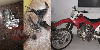 RECUPERAN PARTES DE MOTOCICLETA HURTADA Y APREHENDEN A DOS SUJETOS.