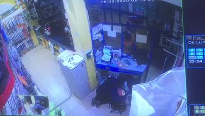 Ladrón roba un conocido negocio