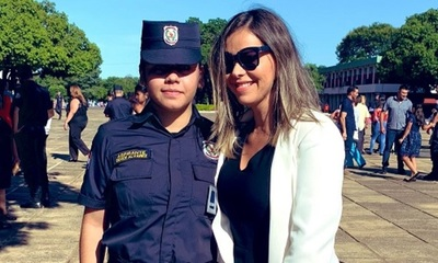 Liliana Álvarez feliz con el logro de su hermana