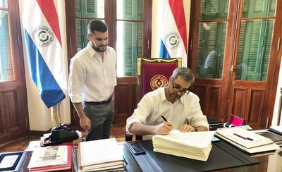 HOY / Mario Abdo promulga ley de financiamiento político