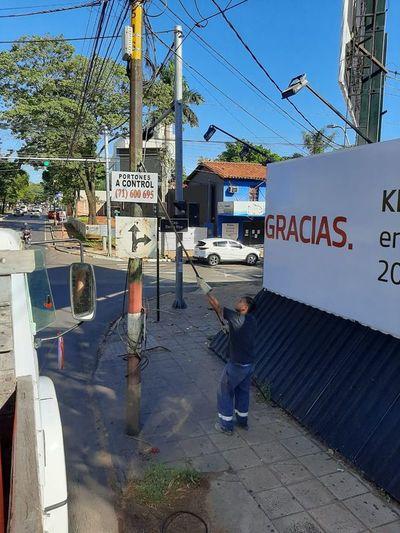 Retiran carteles para descontaminar paisaje urbano en Asunción
