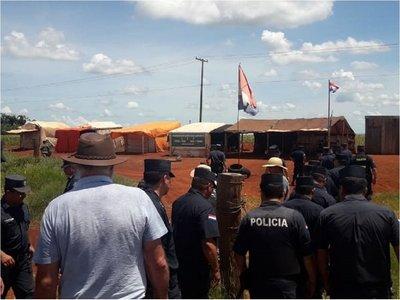 Destruyen campamento de sintierras en Ybyrarobaná