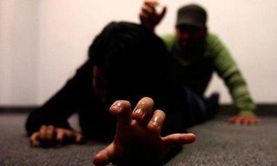 Cinco años de cárcel para agente policial que agredió a su pareja