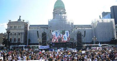 A un mes del crimen en Villa Gesell, miles de personas piden justicia por Fernando en Argentina