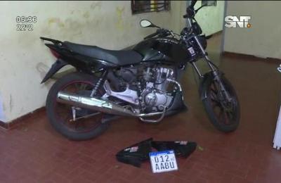 Recuperan motocicleta robada en Luque