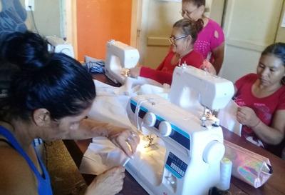 Mujeres privadas de libertad del penal de Concepción culminan curso de corte y confección