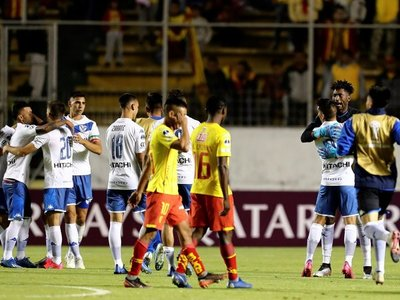 Un penal agónico clasifica a Vélez a la segunda fase de la Sudamericana