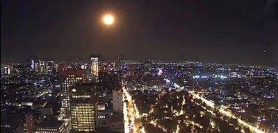 ¡Increíble! Captan meteorito cayendo sobre la ciudad de México
