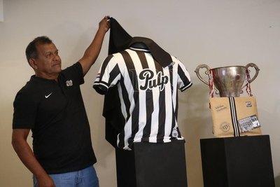 Libertad presentó su nueva camiseta 'campeones del 76'
