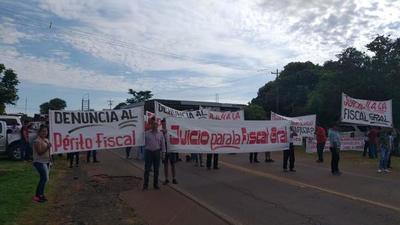 Dos adherentes del diputado Cuevas fueron detenidos durante manifestación en Paraguarí