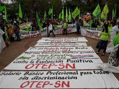 Gremio de educadores anuncia huelga para marzo y abril. Pide complemento nutricional y reajuste salarial