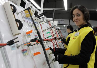 Estadísticas señalan brechas en ingresos, años de estudio y ocupación laboral entre hombres y mujeres