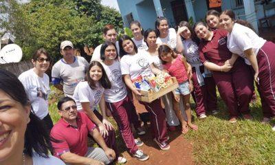 Celebran UPD entregando cestas básicas