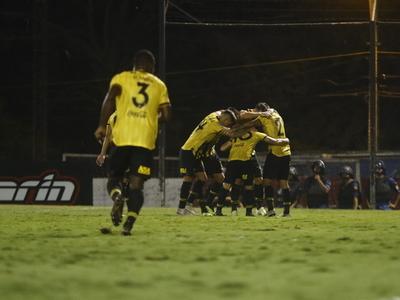 Futbolistas aurinegros en contra del cupo de extranjeros