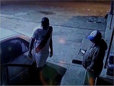 Playero obliga a un hombre a devolver baterías hurtadas en Misiones