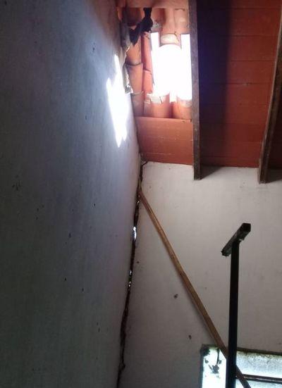 Peligroso deterioro de las aulas en colegio de Pilar