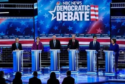 Bloomberg bajo fuego cruzado en virulento debate demócrata