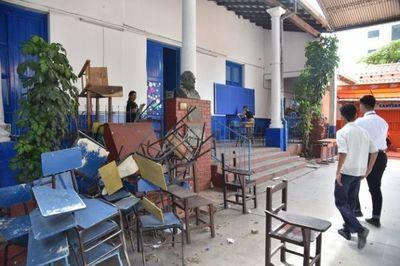 Gremio docente lamenta inicio de clases con infraestructura precaria, falta de materiales y dengue