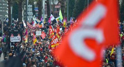 Los franceses continúan protestando contra la reforma de las pensiones