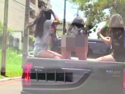 UPD con baile sensual en carrocería y grupal