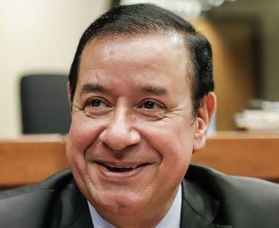 """Abogado de Cuevas dice que diputado no puede ir preso porque tiene """"tres fueros"""""""