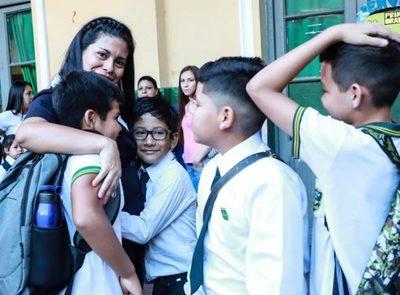 Inicio de clases sin huelga en medio de precariedades y reposos por dengue