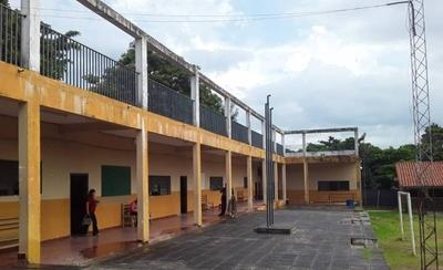 """HOY / Fisuras y filtraciones en el Colegio de Lambaré desatan al """"fantasma"""" del derrumbe"""