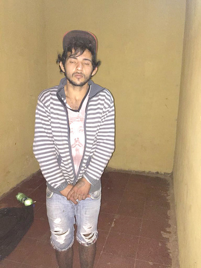 Un delincuente es detenido pero su cómplice huyó con motor de agua