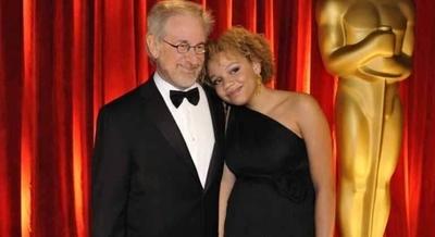 HOY / Una hija de Spielberg revela que quiere ser actriz porno y estríper