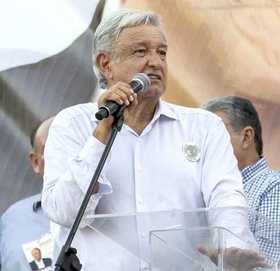 La locura de Andrés Manuel López Obrador por el béisbol le inyecta dinero al juego