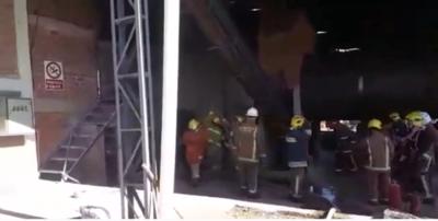 Yuty: Bomberos sofocan incendio en depósito de yerbatera