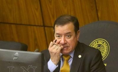 HOY / Permisividad para evitar que Cuevas vaya a cárcel: pelea por actitud de juez, señalan