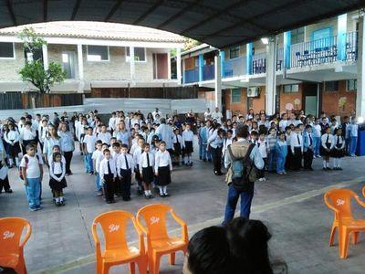 Entre obras inconclusas, cientos de estudiantes inician clases