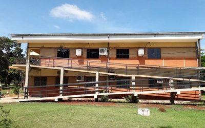Construyen rampas para acceso en la FAFI