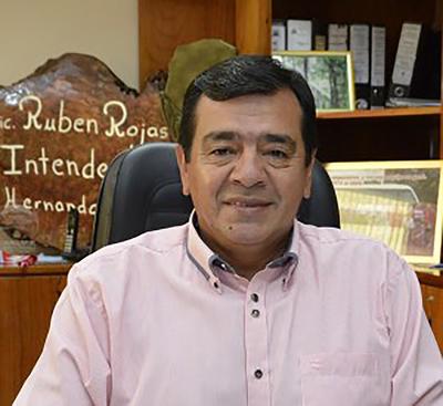 Pese a duras críticas, Rubén Rojas sigue en campaña