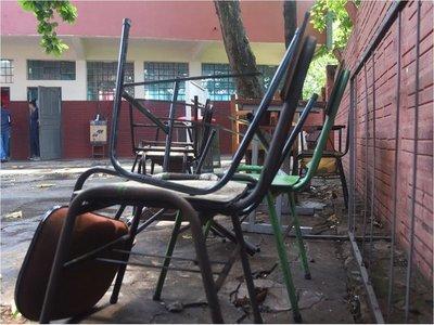 Autoridades del Gobierno muestran tibia presencia ante precario inicio de clases