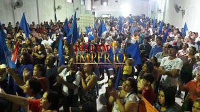 A pesar de la lluvia unas 2.500 a 3.000 personas apoyaron al  IntendenteA pesar de la lluvia unas 2.500 a 3.000 personas apoyaron al  Intendente