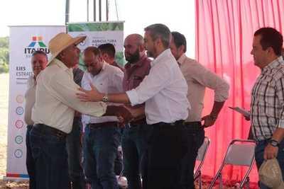 Con rentabilidad elevada inicia periodo de cosecha de soja en el norte, con apoyo de ITAIPU