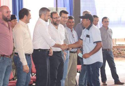 Renuevan instalaciones en filial del CAH y entregan créditos a productores