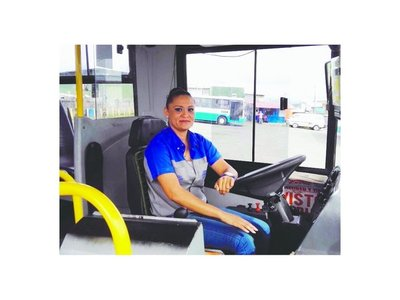Ofrecen trabajo a mujeres para   conductoras  de micros