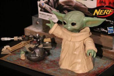 Baby Yoda, el fenómeno de Star Wars, ya tiene juguetes y productos oficiales