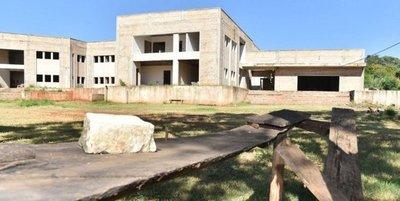 Más Mentiras: Ni un solo albañil en obra del Ministerio de Salud, que asegura está avanzando
