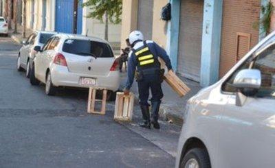 Buscan sacar a los cuidacoches y limpiavidrios de las calles