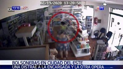 Video muestra cómo operaron bolsoneras en una farmacia